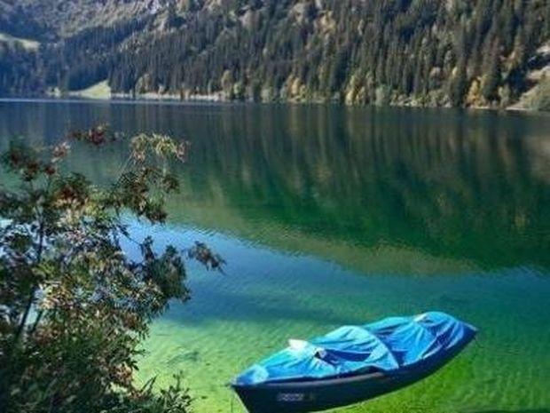 Αυτή η όμορφη λίμνη με τα κρυστάλλινα νερά έχει ένα πολύ σκοτεινό παρελθόν