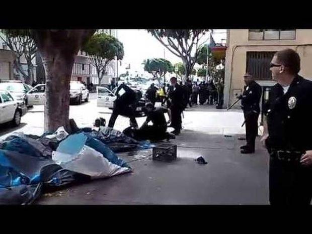 ΗΠΑ: Αστυνομικοί σκοτώνουν άστεγο στο Λος Άντζελες (video)