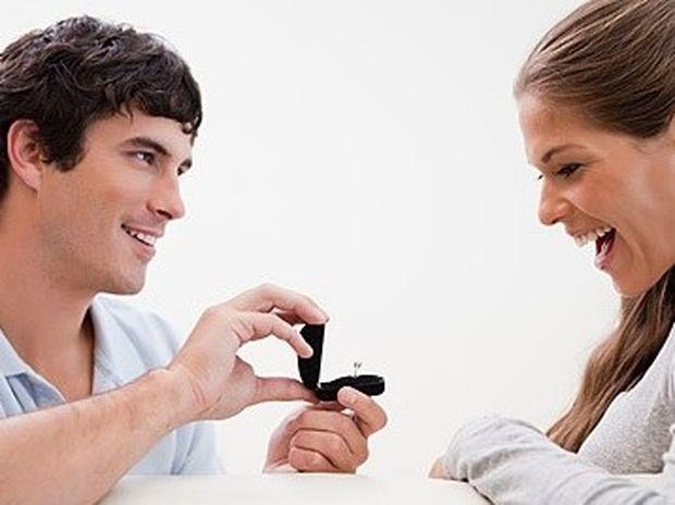 10 σημάδια ότι θα σου κάνει πρόταση γάμου!