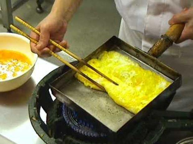 Δείτε πώς φτιάχνουν την ομελέτα οι Ιάπωνες! (Βίντεο)