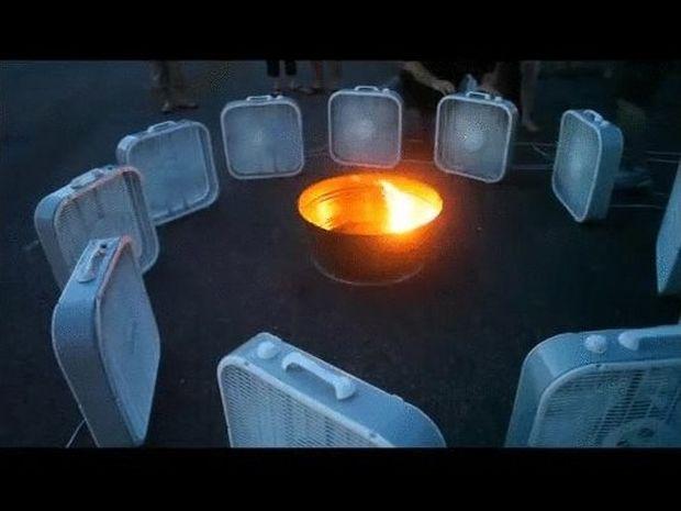 Άναψαν φωτιά και γύρω της έβαλαν ανεμιστήρες.Το θέαμα; Μαγευτικό! (Βίντεο)