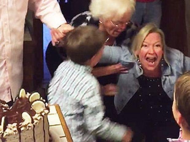 Μητέρα με 6 αγόρια τρελαίνεται όταν μαθαίνει το φύλο του έβδομου απογόνου! (Βίντεο)