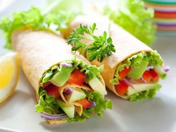 Πώς να επιλέγετε υγιεινό φαγητό εκτός σπιτιού