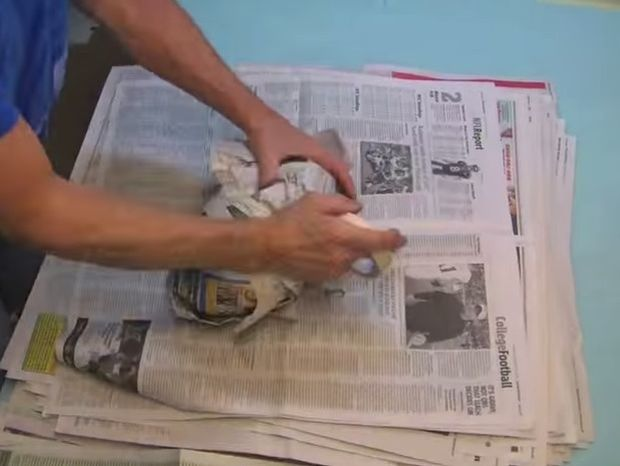 Έχετε παλιές εφημερίδες στο σπίτι σας; Μην τις πετάξετε! Δείτε τι μπορείτε να κάνετε! (Βίντεο)