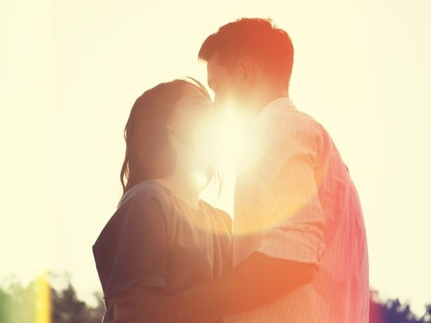 Ζώδια και Έρωτας: Χαρακτηριστικά σημάδια ότι είναι πολύ ερωτευμένος μαζί σου