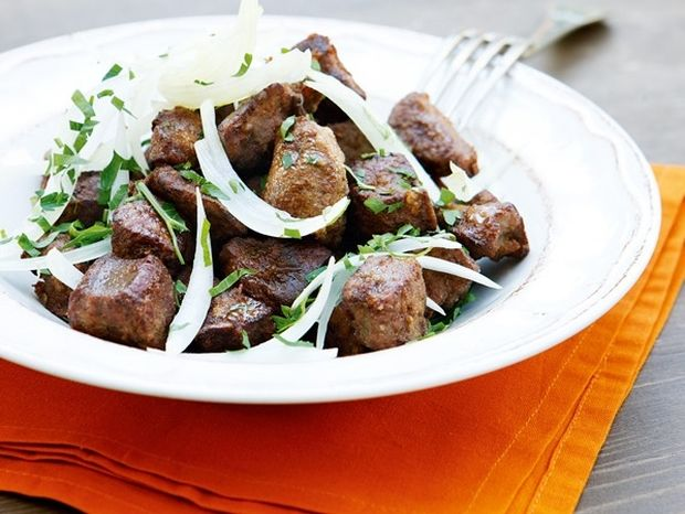Κωνσταντινουπολίτικα συκωτάκια με σουμάκι και ντομάτα
