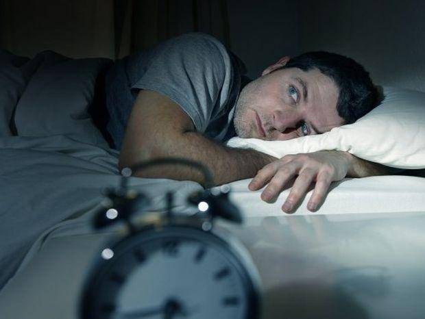 Όσο λιγότερο κοιμάται κανείς, τόσο περισσότερο τρώει