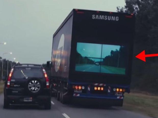 Αυτή η οθόνη στο πίσω μέρος του φορτηγού σας δείχνει αν μπορείτε να προσπεράσετε!