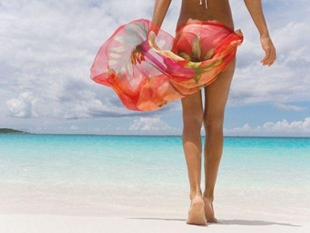 Περίοδος το καλοκαίρι - Τι πρέπει να έχει η γυναικεία τσάντα μέσα