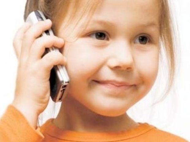Πρέπει το παιδί να έχει κινητό; Τα υπέρ και τα κατά