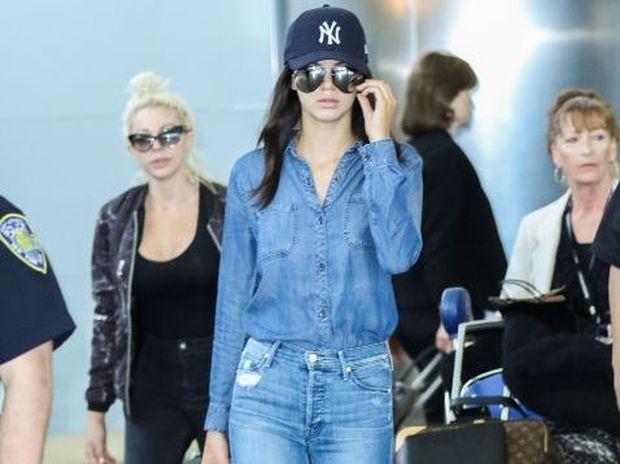 Πώς φοράνε τα τζιν τους οι celebrities;