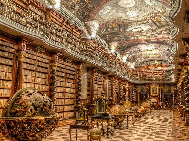 Η πιο μεγαλοπρεπής βιβλιοθήκη του κόσμου βρίσκεται στην Πράγα και θα σας εντυπωσιάσει! (photos)