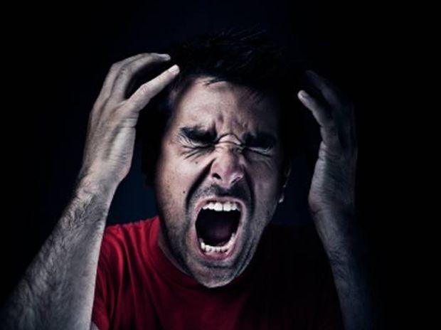 Kρίση πανικού: Πώς ξεκινάει και ποια είναι τα συμπτώματα