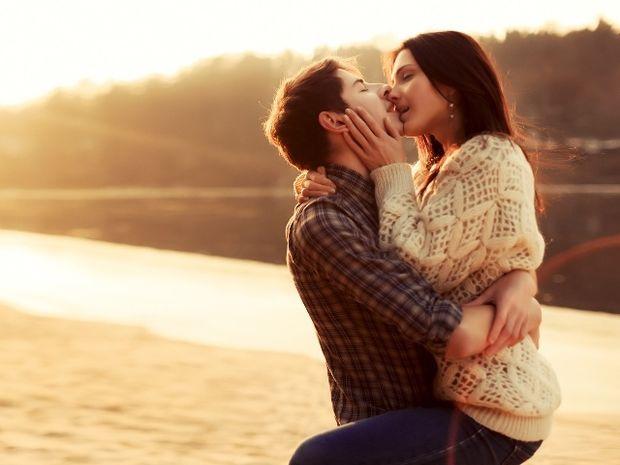 Ζώδια και έρωτας: Πώς θα κρατήσεις τη φλόγα του έρωτά σας αναμμένη;