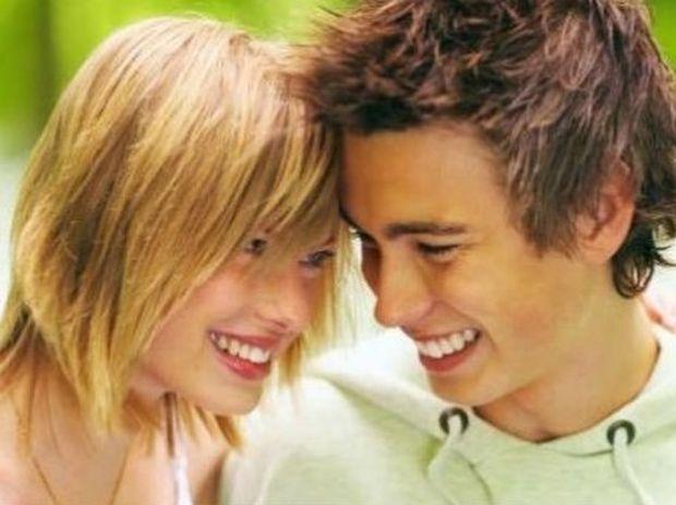 Τα πρώτα φλερτ στην εφηβεία: Τι πρέπει να πεις στο παιδί