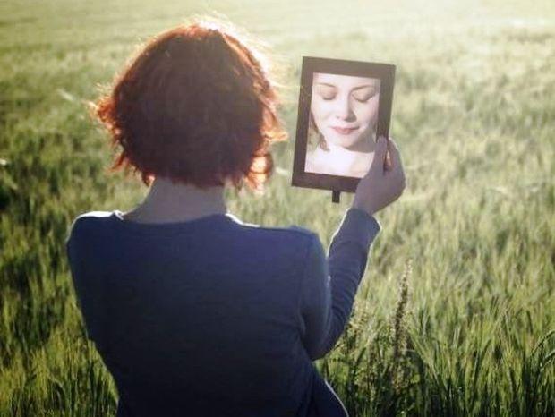 H προδοσία του εαυτού: Πώς γινόμαστε δυστυχείς χωρίς να το καταλαβαίνουμε