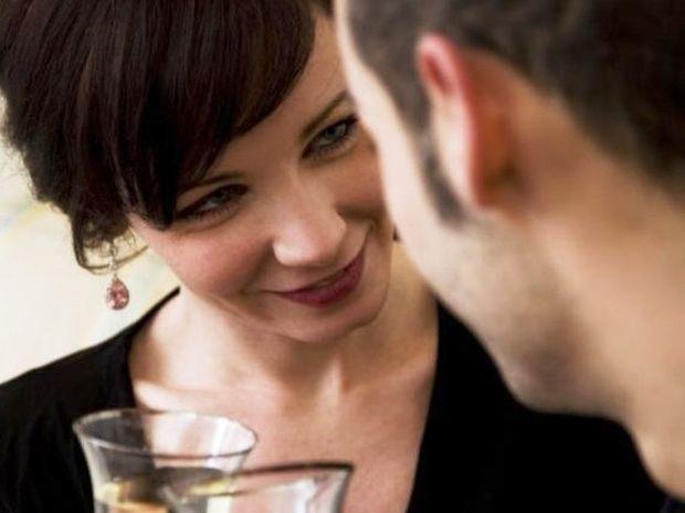 Θες να ερωτευτείς; Τα 8 μυστικά της γοητείας