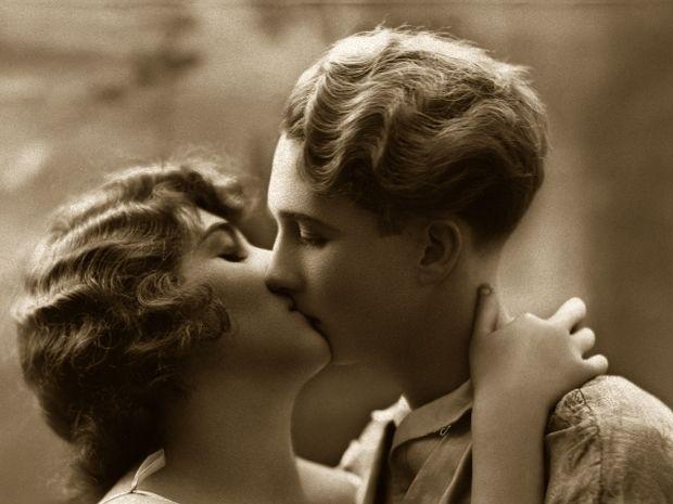 Ζώδια και Φιλί: Πώς νιώθεις όταν σε φιλά κάθε ζώδιο;