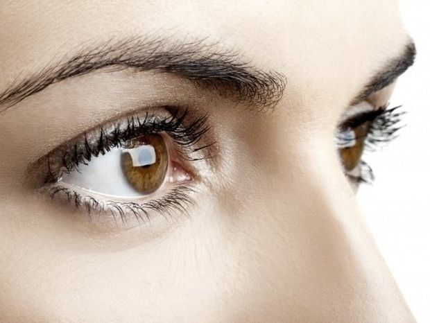 Γλώσσα σώματος: Τι δείχνει για κάποιον ο τρόπος που σε κοιτάει