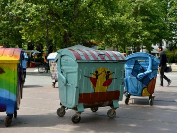 Δείτε τους ιδιαίτερους κάδους απορριμμάτων που ομορφαίνουν τους δρόμους στη Λάρισα! (photos)