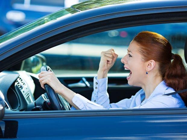 Νευράκια - τσαταλάκια: Τι «γαλλικά» κατεβάζουν τα 12 ζώδια όταν οδηγούν;