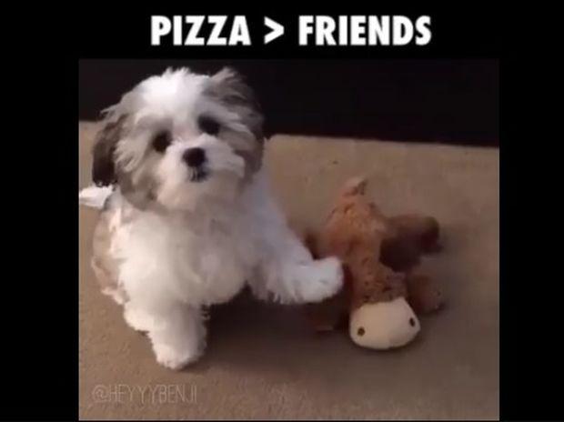 Όταν η πίτσα είναι ο καλύτερός σου φίλος! (video)