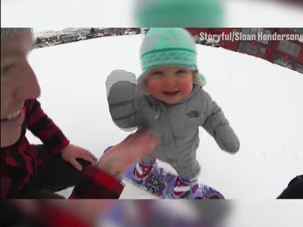 Ο μπόμπιρας κάνει snowboard για πρώτη φορά! (video)
